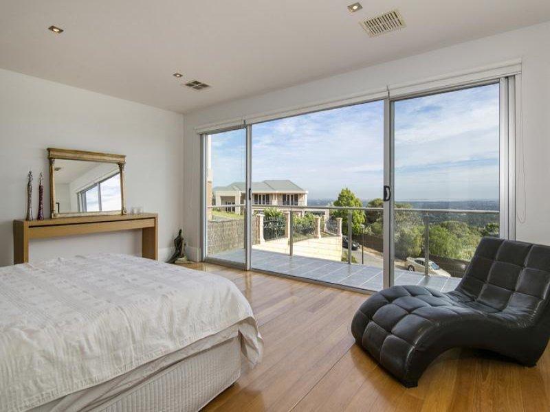 本宅含4间双床卧室,其中一间现用作试衣间(满足时尚达人之梦想),还有