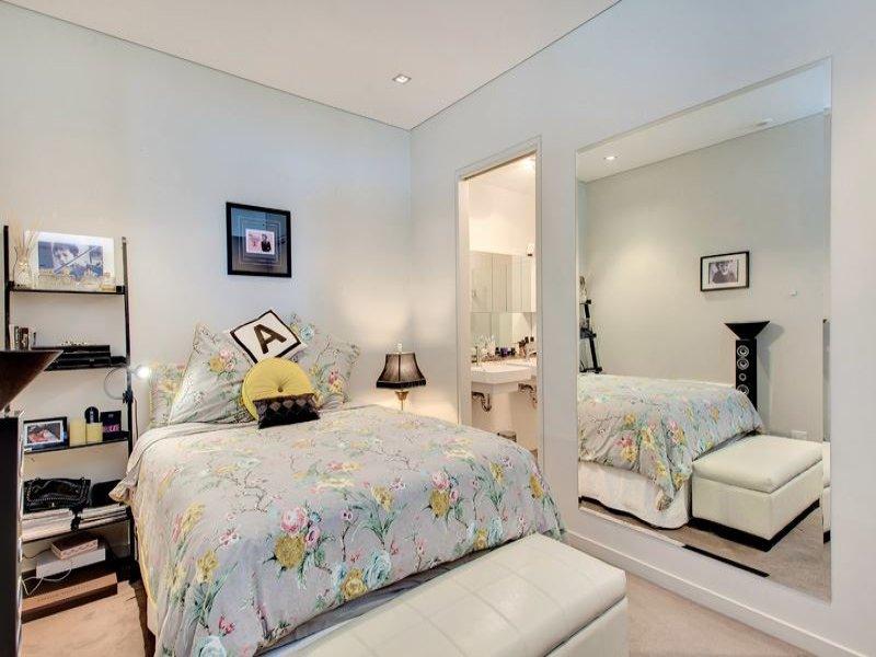衣柜通往主卧室 *安装好的厨房橱柜和储藏室